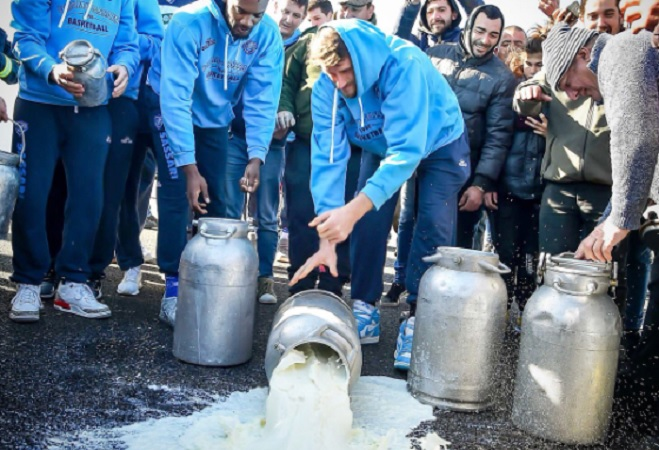 Dopo il Cagliari anche la Dinamo Sassari sostiene la protesta dei pastori sardi