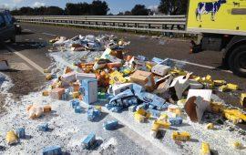 camion arborea latte versato a terra dipendente (2)