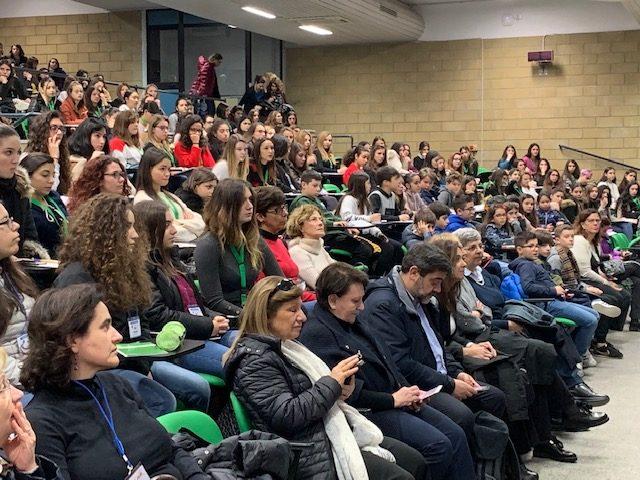 Università di Cagliari, quattrocento ragazze di 34 scuole sarde alla Giornata della scienza al femminile