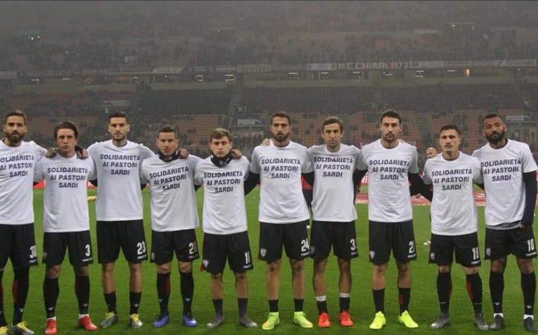 Milan-Cagliari: i rossoblù a San Siro con una maglia per la causa dei pastori