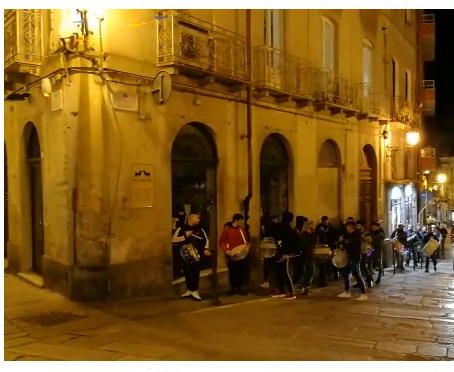 (Video) Aria di carnevale in città: tornano i tamburi de Sa Ratantira