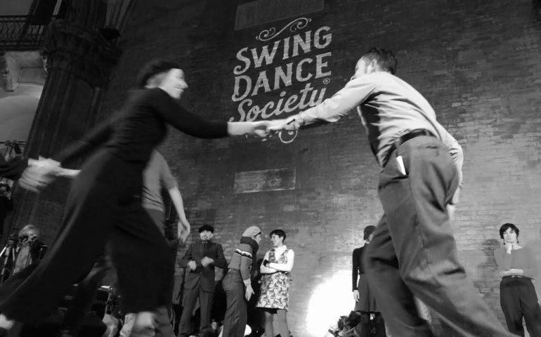 36acbfb0fb3bee Carnival Swing: festa di carnevale in stile retrò dei ruggenti anni '20