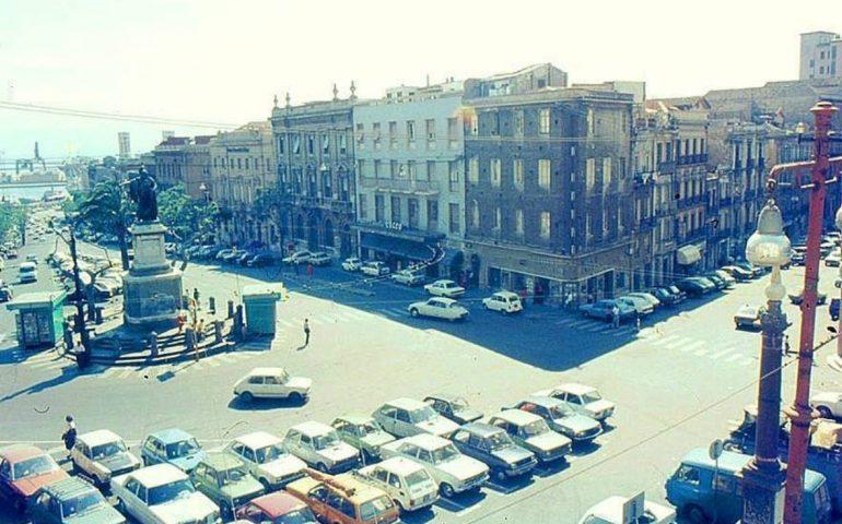 La Cagliari che non c'è più: traffico e parcheggi in piazza Yenne nel 1978