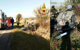 (FOTO) Brutto incidente al Poetto: auto si ribalta, la conducente trasportata al pronto soccorso
