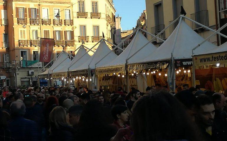 Gran folla nel Corso e in piazza Yenne per la Festa del Cioccolato