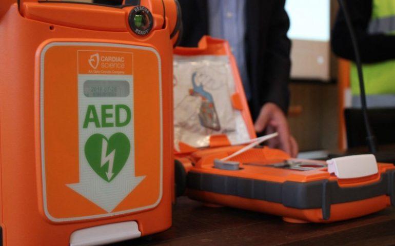 Pirri, il Rotary Club inaugura un defibrillatore nella farmacia Fasciolo