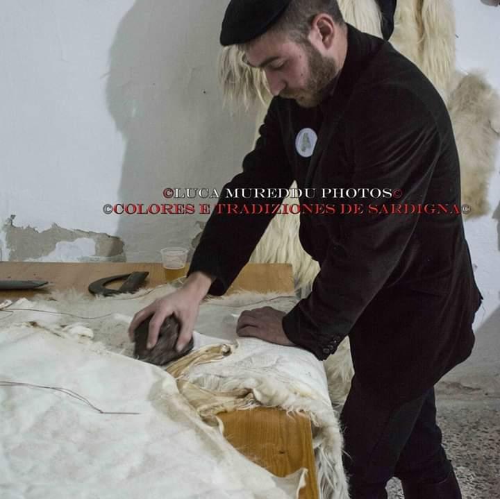 Fabrizio Porcu, il 35enne di Ottana che fabbrica da sé le maschere tradizionali del Carnevale (4)