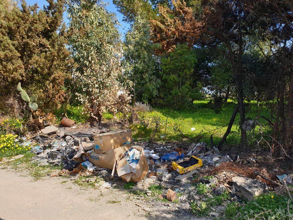 Rifiuti abbandonati nelle campagne di Selargius (1)