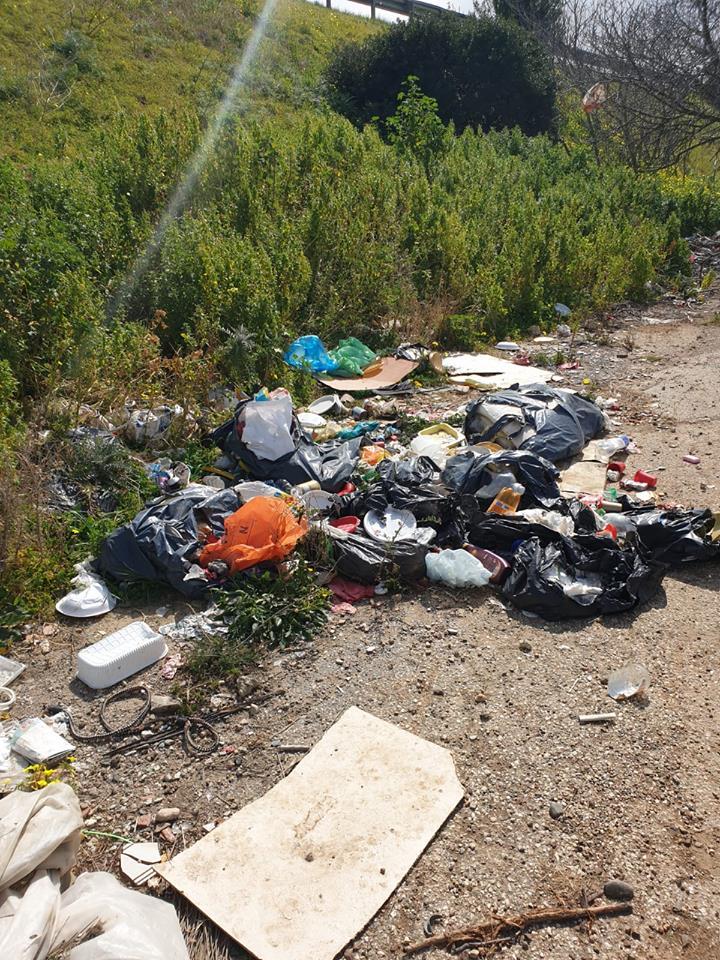 Rifiuti abbandonati nelle campagne di Selargius (4)