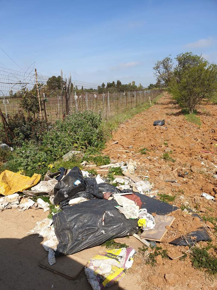 Rifiuti abbandonati nelle campagne di Selargius (6)