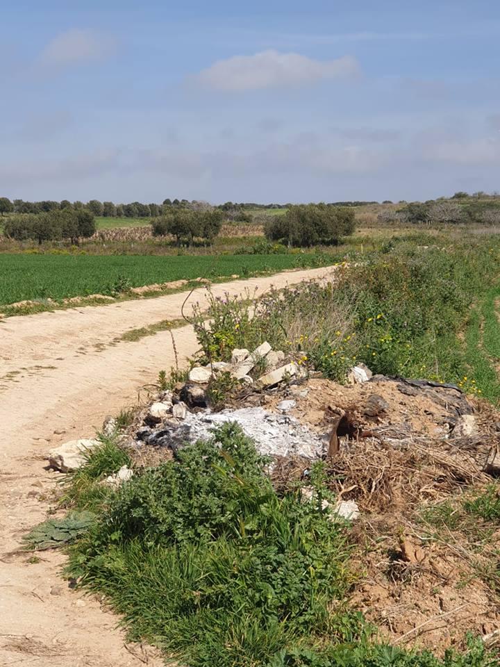 Rifiuti abbandonati nelle campagne di Selargius (7)