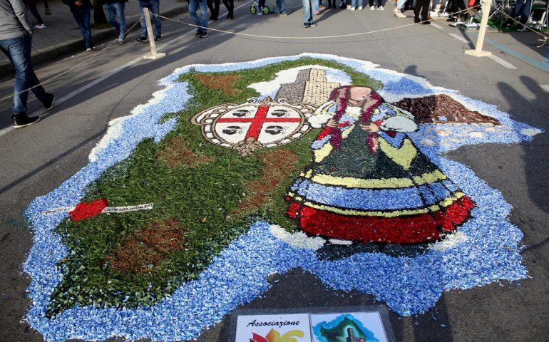 (FOTO) Le foto delle meravigliose creazioni floreali della manifestazione 'Tortolì in fiore'