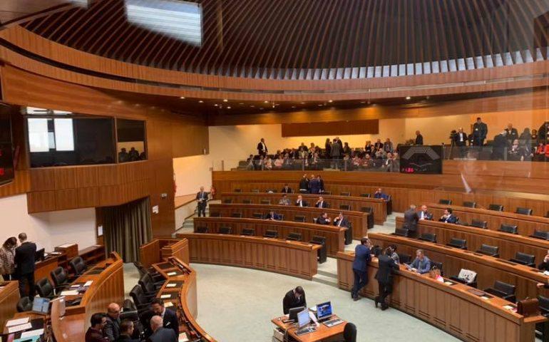 Vitalizi in Consiglio regionale, presentata la proposta di legge: escono dalla porta e rientrano dalla finestra?