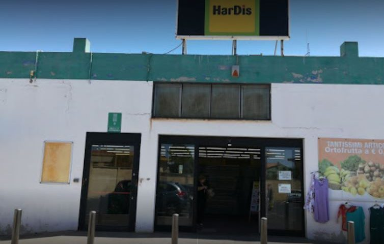 Selargius, ladri in azione all'HarDis sulla 554: rubate dieci cassette di gamberoni