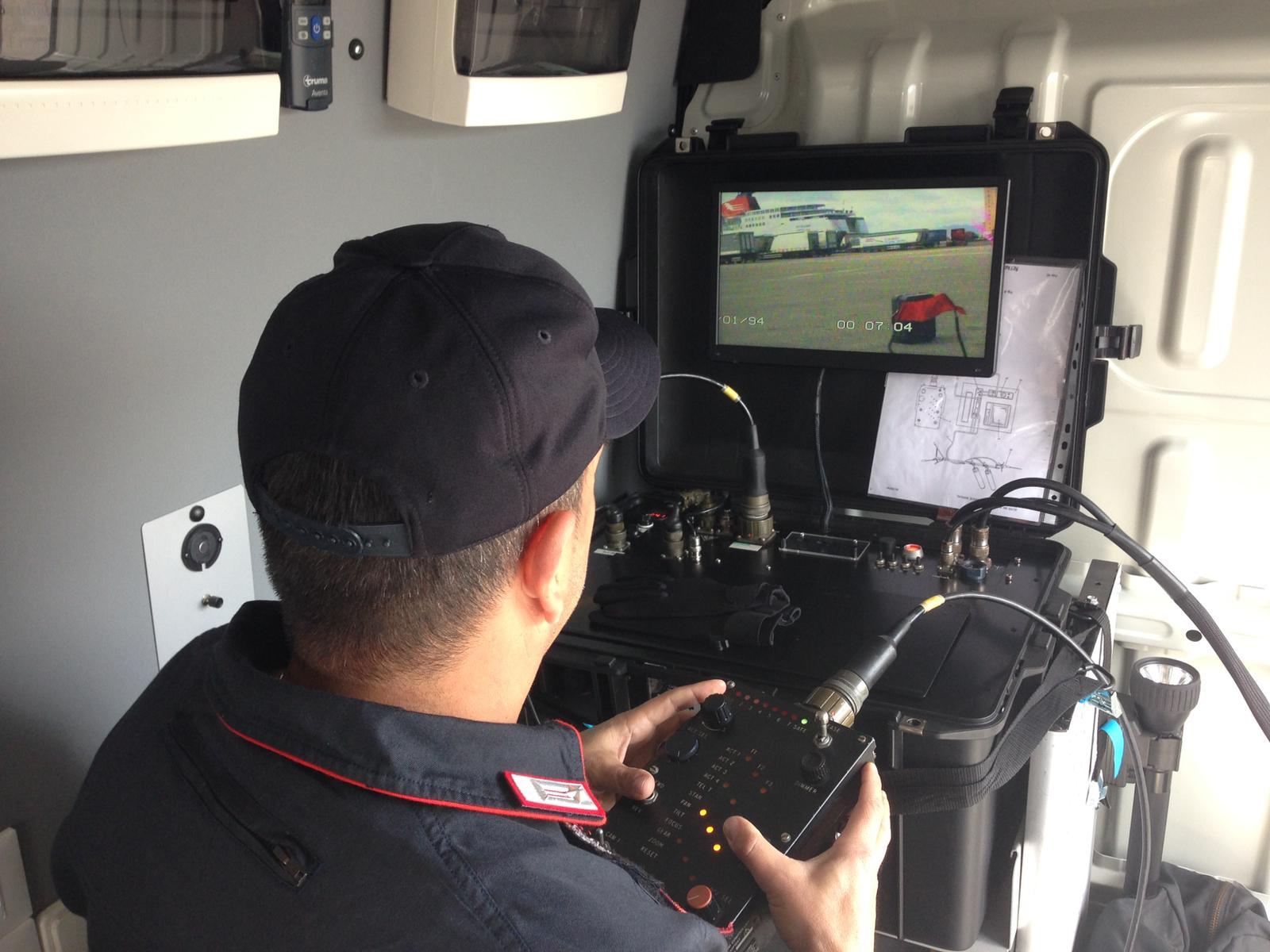 Artificieri impegnati al porto di Cagliari per un'esercitazione di antiterrorismo (1)