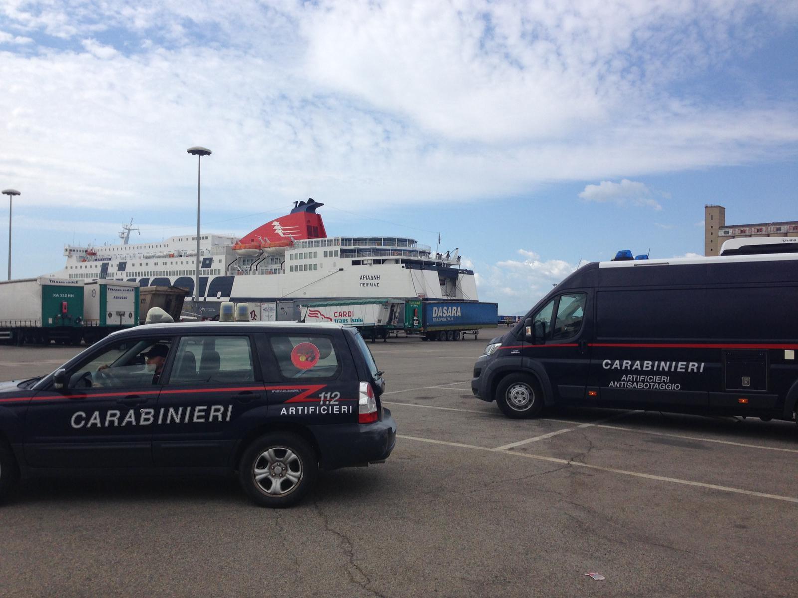 Artificieri impegnati al porto di Cagliari per un'esercitazione di antiterrorismo (2)