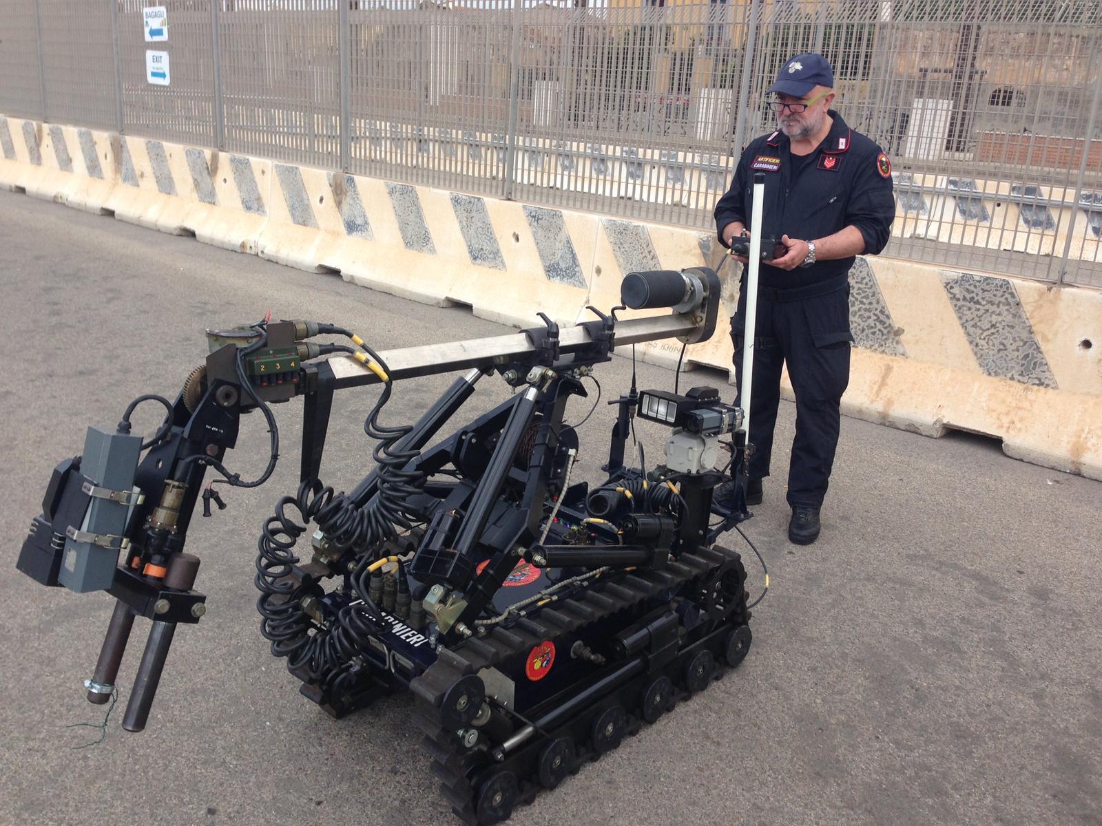 Artificieri impegnati al porto di Cagliari per un'esercitazione di antiterrorismo (3)