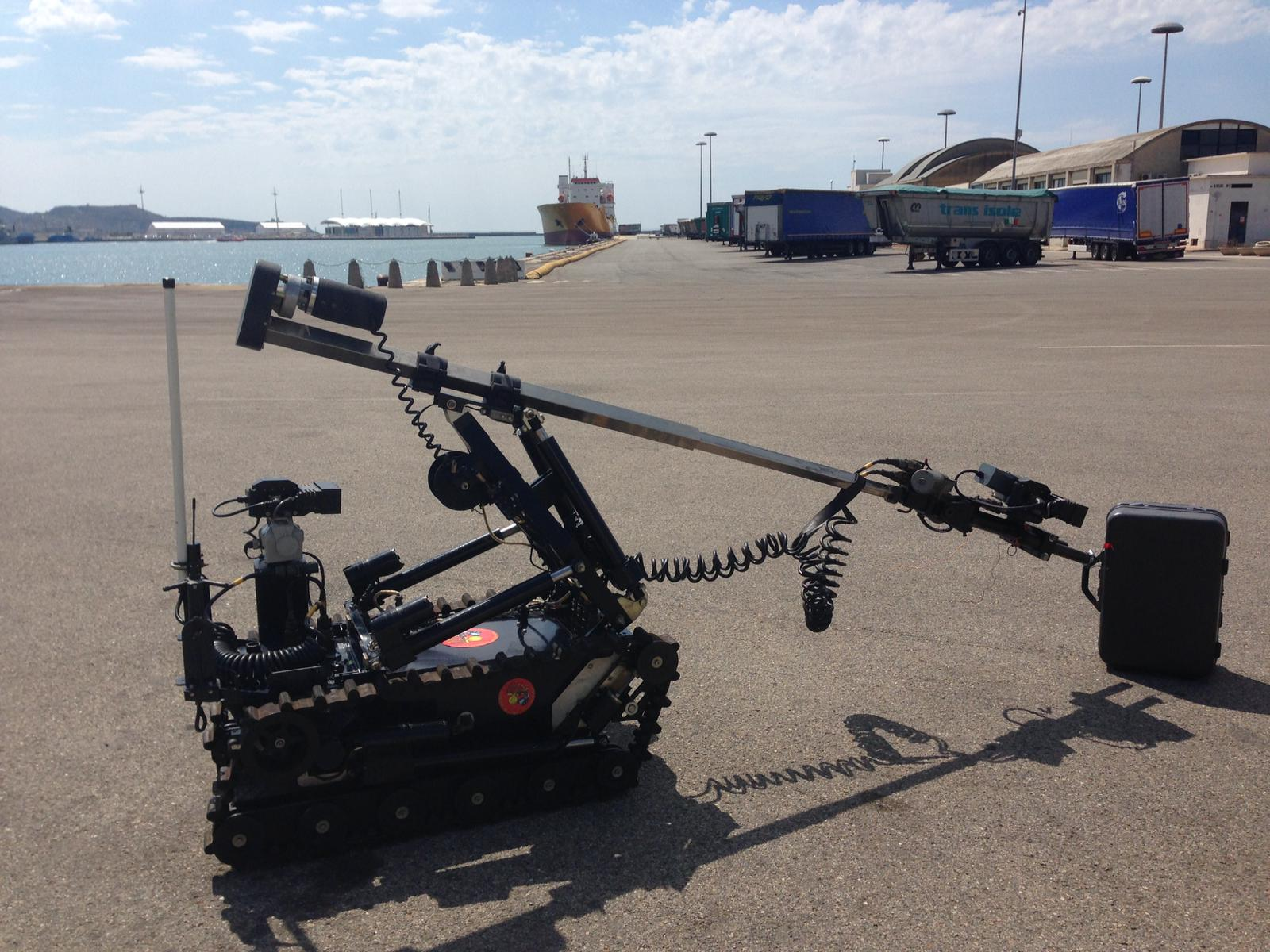 Artificieri impegnati al porto di Cagliari per un'esercitazione di antiterrorismo (6)