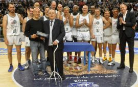 Dino Milia con Stefano Sardara e la hall of fame della Dinamo Sassari