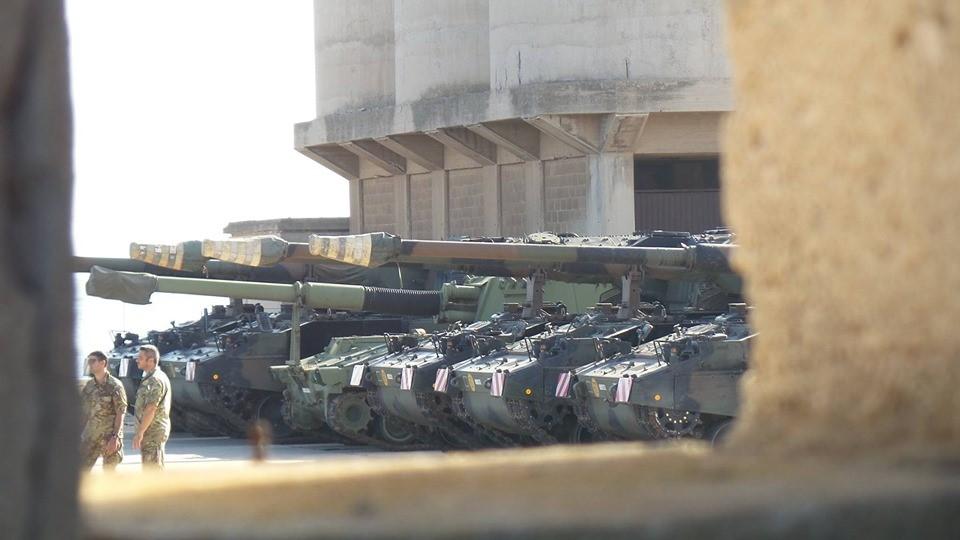 Mezzi militari al porto di Sant'Antioco - Foto di Comitato A Foras