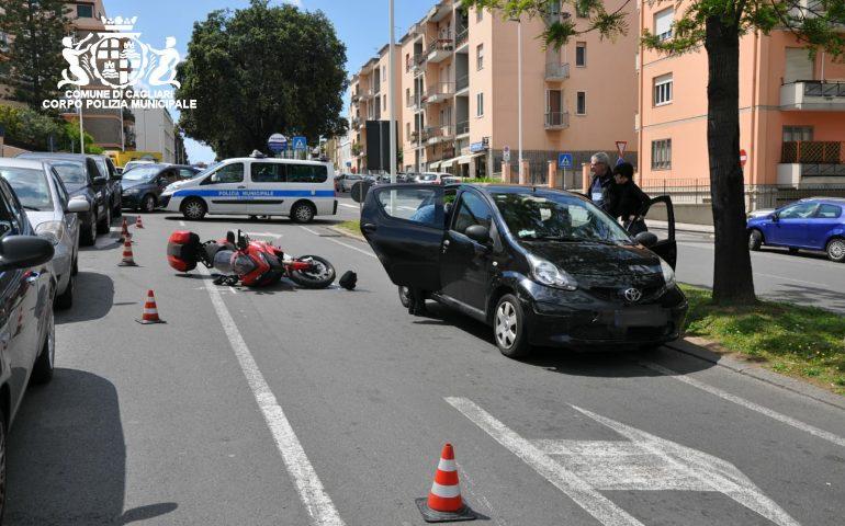 Monte Urpinu: incidente tra auto e moto. Centauro al pronto soccorso
