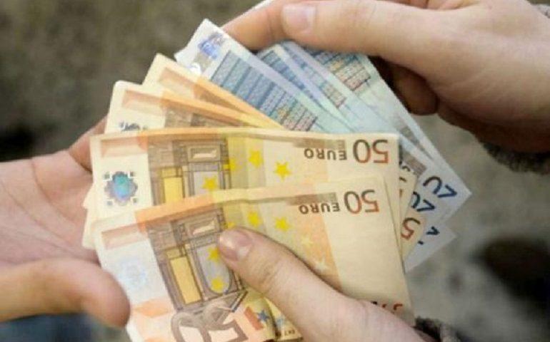 Nuoro, giovane trova una borsa con dentro 10mila euro e la restituisce alla legittima proprietaria
