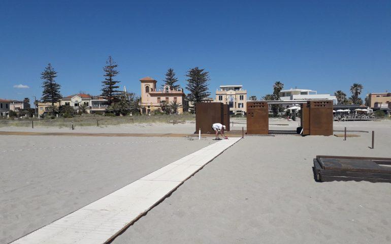 La foto: Poetto, si lavora per le passerelle e i servizi da spiaggia