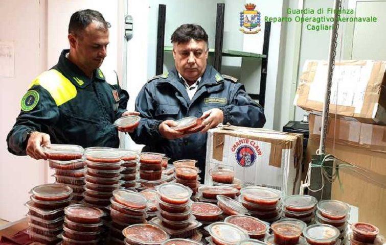 Alghero, sequestrati 70 kg di polpa di ricci pescati abusivamente e destinati ad essere venduti a Napoli