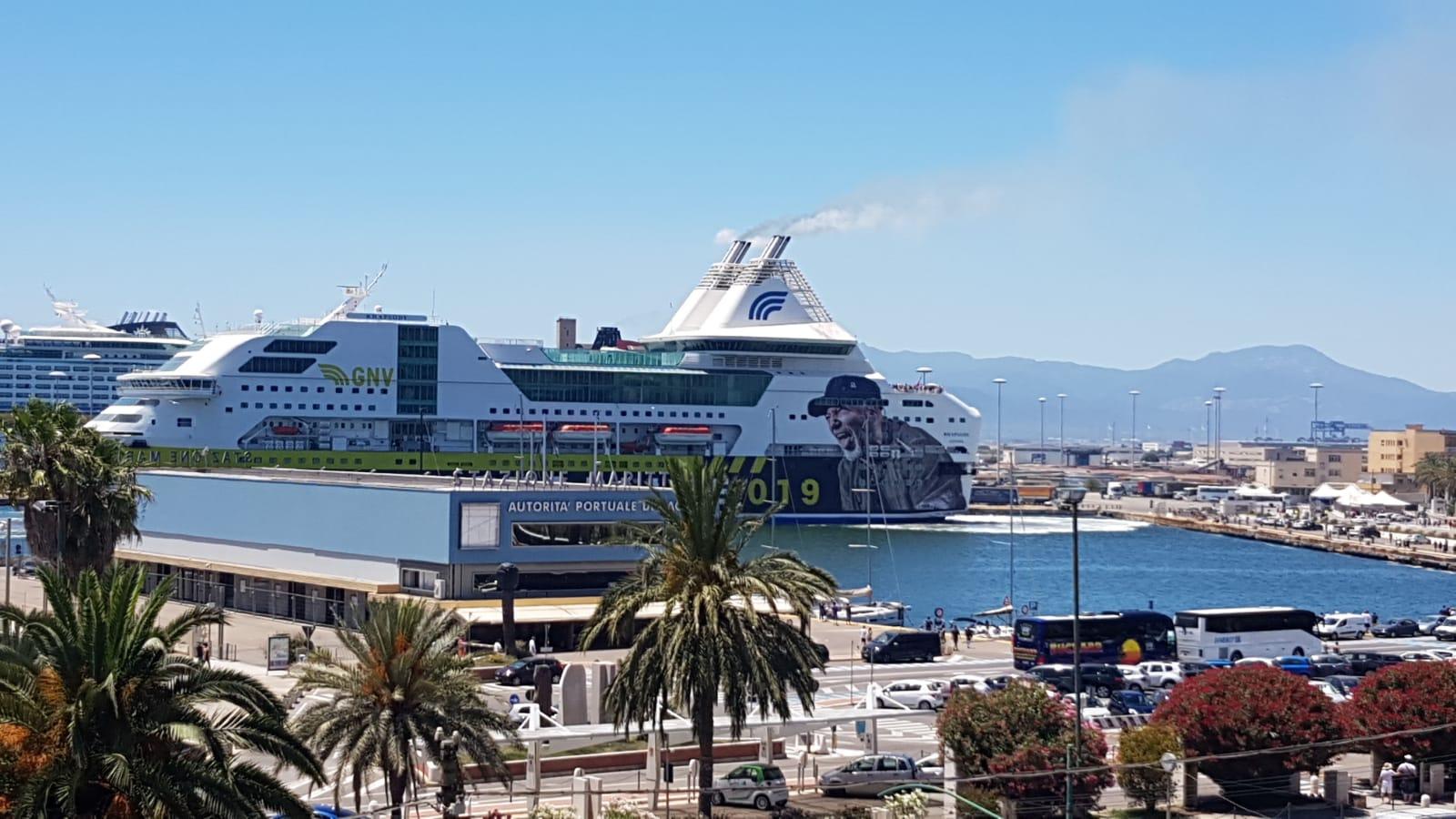 Cagliari, arrivata la nave dei fan di Vasco Rossi ...