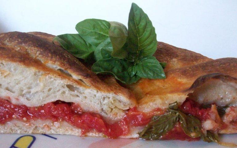 La ricetta Vistanet di oggi: sa pratzida, la focaccia al pomodoro sulcitana