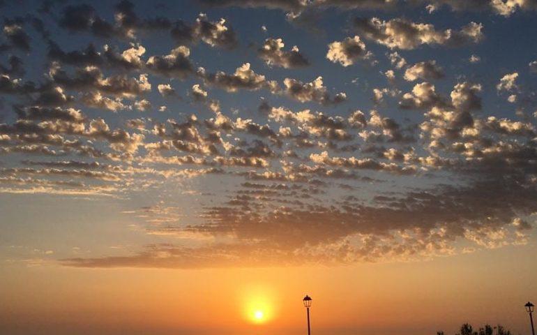 La foto: spettacolare tramonto a Marina di Arbus