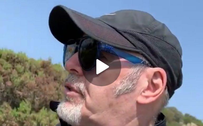 (VIDEO) Vasco Rossi è in Sardegna: il VIDEO in una spiaggia vicino Cagliari