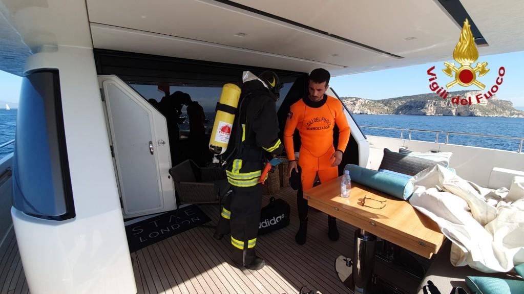 incendio su una barca a Cagliari