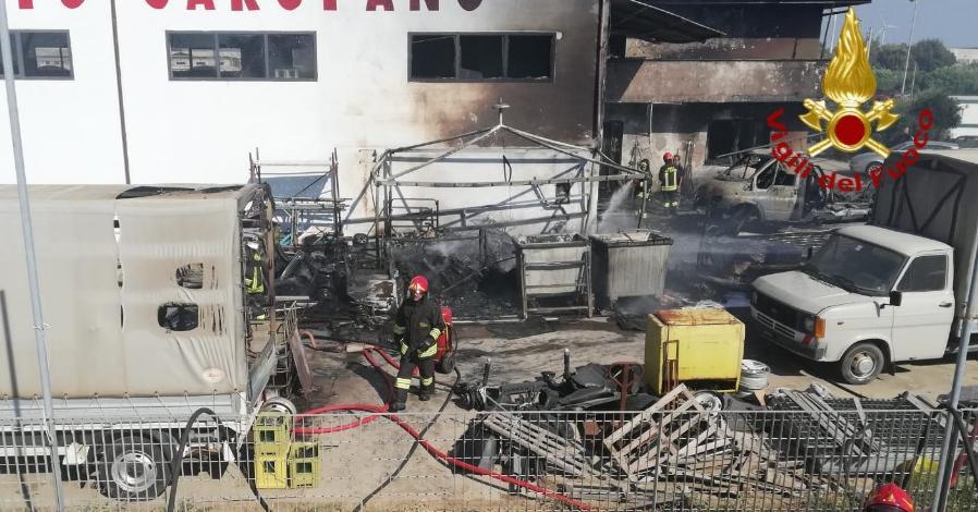 Incendio di un capannone a San Gavino