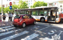 Incidente in via della Pineta: Lancia Y urta un bus del Ctm
