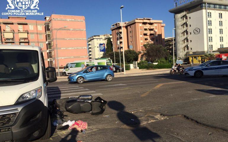 Cagliari, scontro tra un furgone e uno scooter: 35enne ferito e trasportato al pronto soccorso