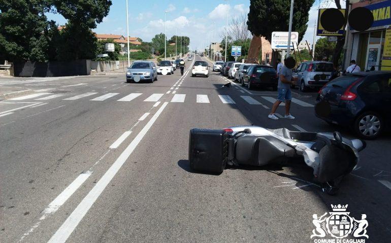Cagliari, scooter contro un'auto in viale Elmas: 26enne trasportato in gravi condizioni al Brotzu