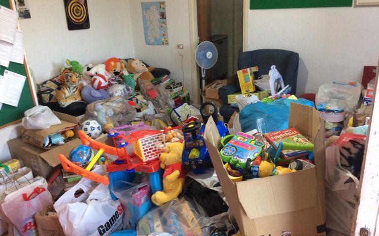 Cagliaritani popolo generoso: una montagna di giocattoli donati ai bimbi di Neuropsichiatria Infantile