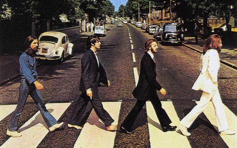 Abbey Road: 50 anni fa veniva scattata una delle foto più famose dei Beatles e di tutti i tempi