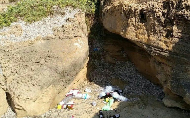 La foto. Portu Maga, bagnanti cafoni lungo il litorale di Arbus