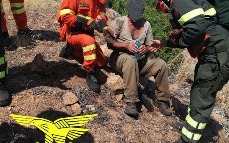 Anziano in difficoltà soccorso durante l'incendio a Pula, il grande impegno degli operatori anche nel giorno di Ferragosto (Video)