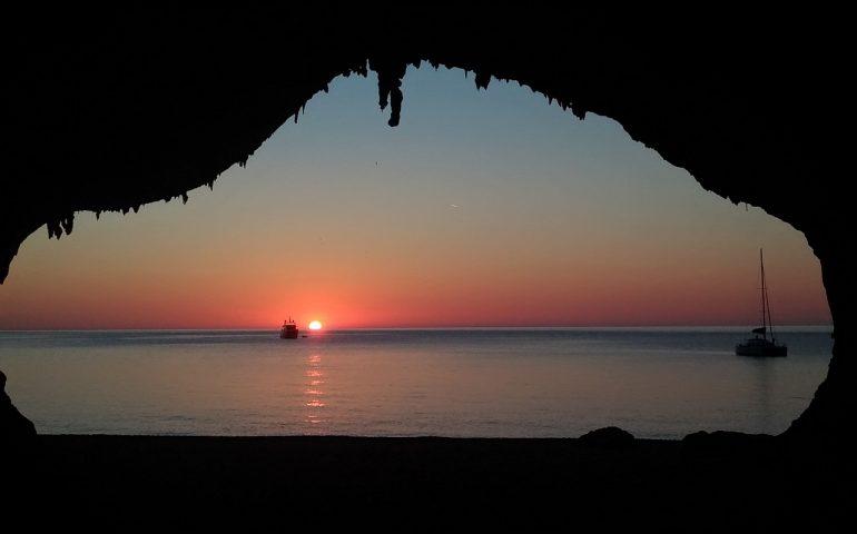 La foto. La magia dell'alba a Cala Luna nello scatto di Marco Mereu