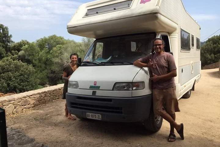 Ritrovato il camper rubato: i due ragazzi di Forlì ringraziano i sardi per la solidarietà