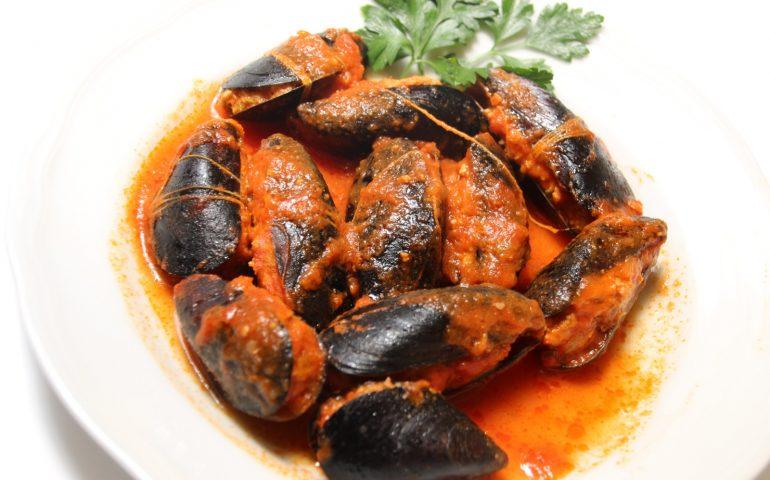 La ricetta di Vistanet: un piatto da riscoprire, cozze ripiene al sugo alla cagliaritana