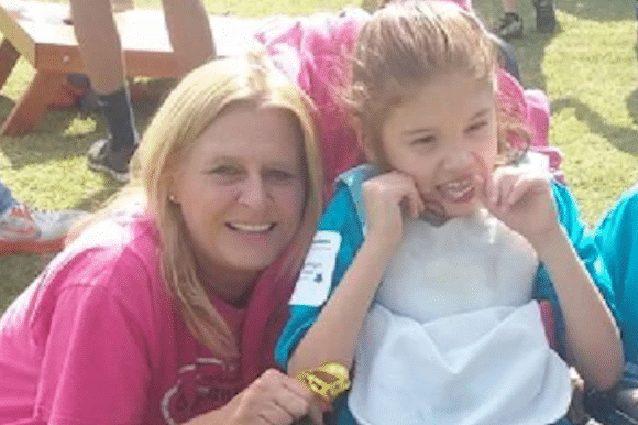 Usa: lasciano bambina disabile chiusa in macchina sotto al sole. La 13enne muore, arrestati madre e compagno
