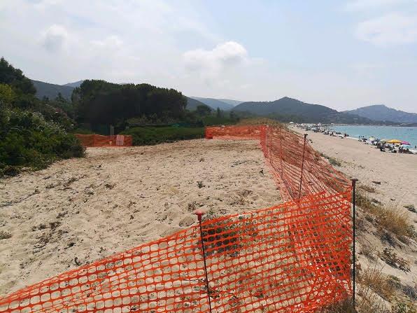 """Geremeas, Grig: """"Recintano le dune della spiaggia per rifare le fogne"""""""