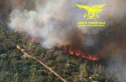 Grosso incendio a Bono: in campo tre elicotteri e due canadair