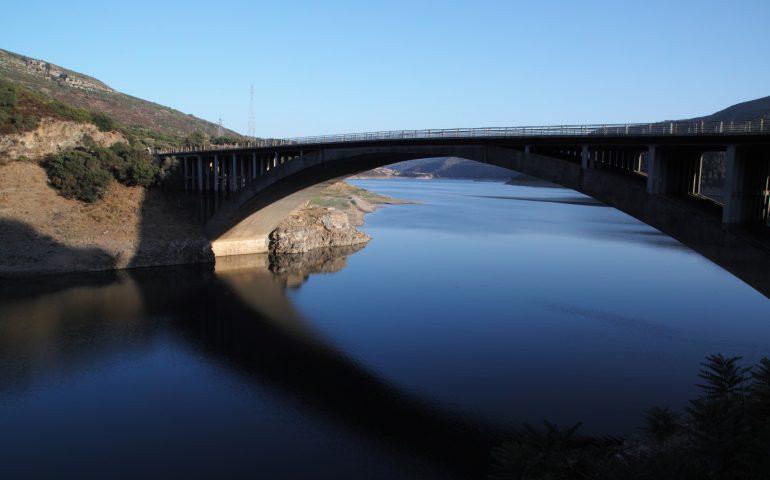 La foto: le acque placide del Lago Basso del Flumendosa