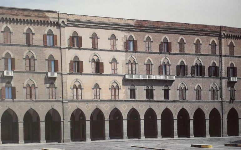 Lo sapevate? Sulla facciata di Palazzo Vivanet si vede la parte distrutta dai bombardamenti e poi ricostruita