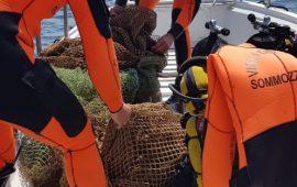 Vigili del Fuoco trovano una rete a strascico: pericolosa per i sub e per l'ambiente
